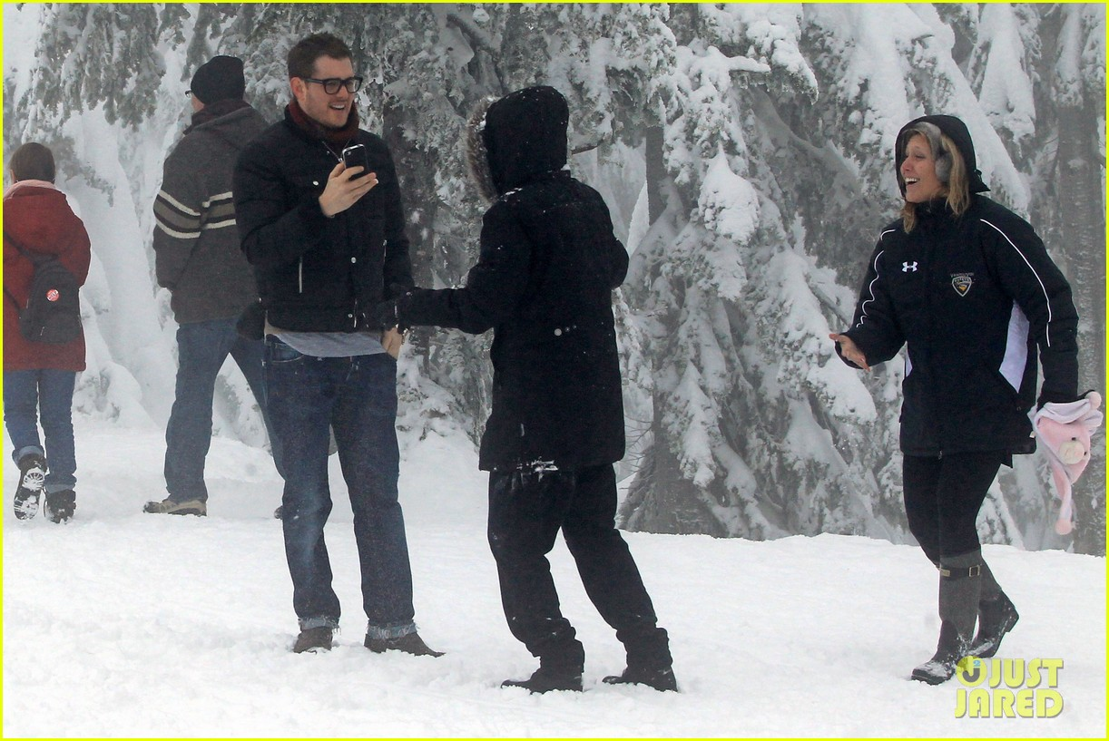 michael buble luisana lopilato snowy sweethearts 122781639