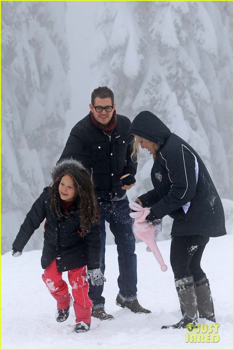michael buble luisana lopilato snowy sweethearts 222781649