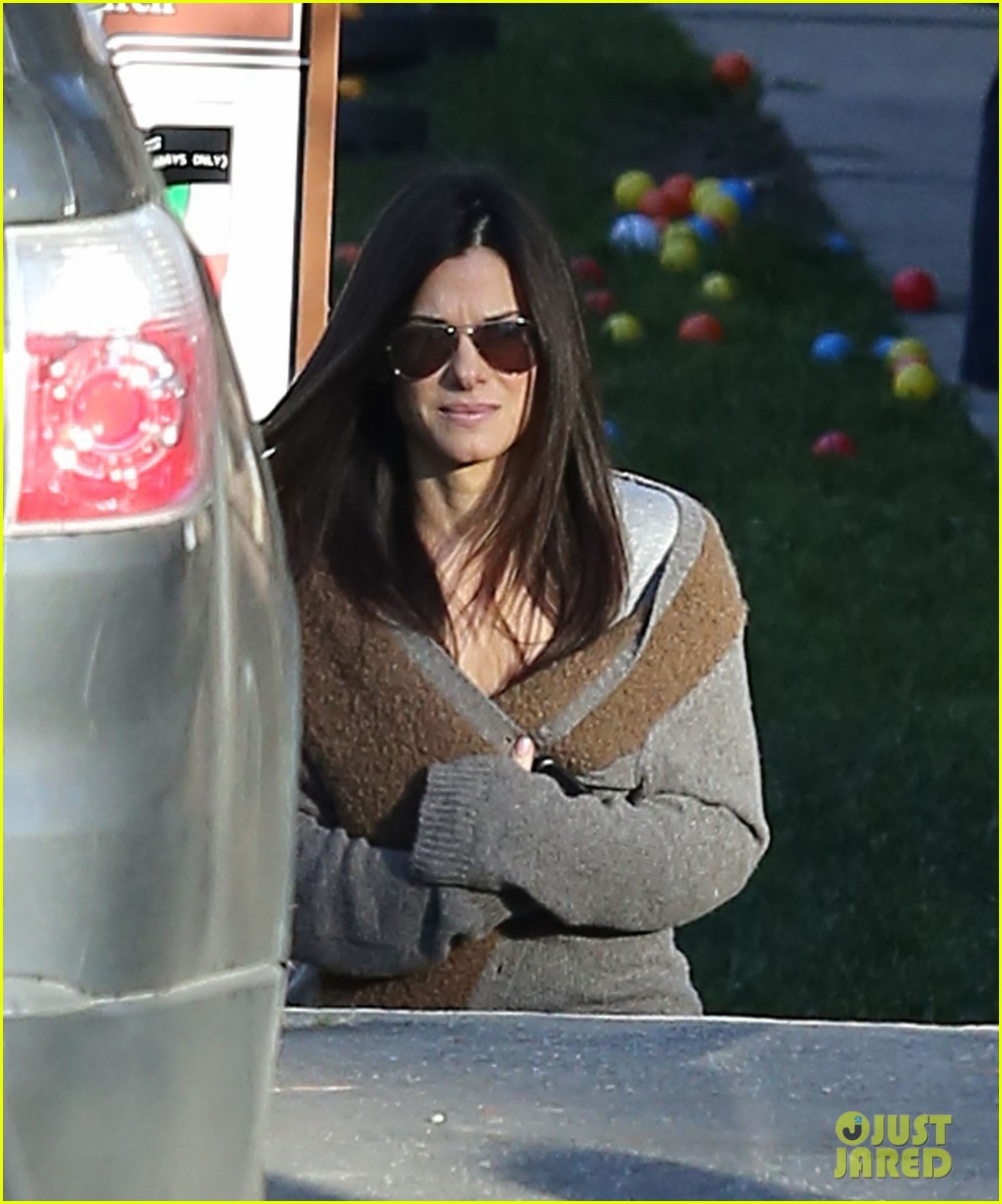 sandra bullock smiley school drop off 022773394