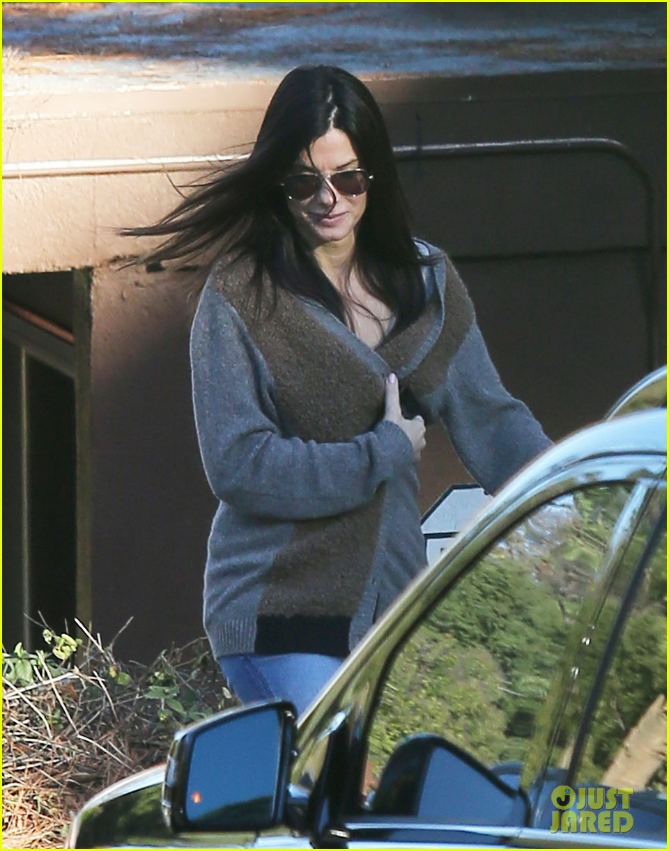 sandra bullock smiley school drop off 122773404