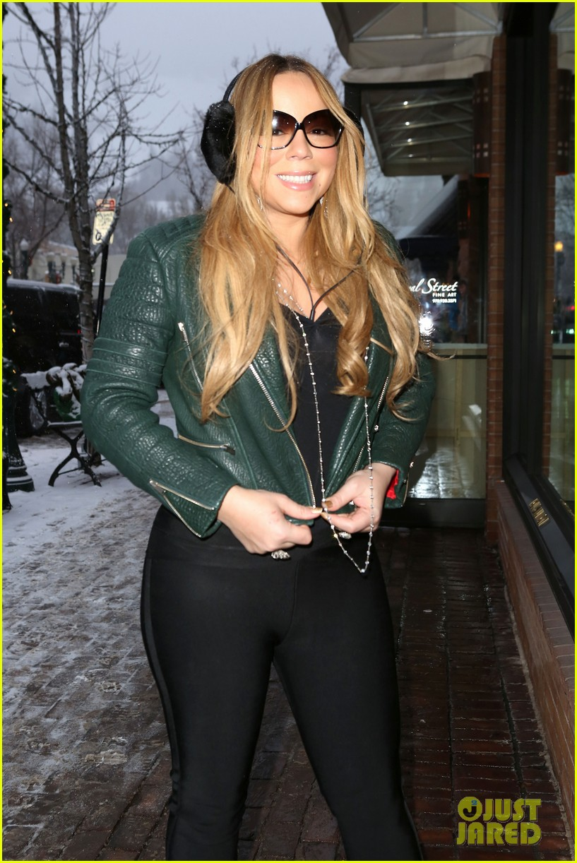 mariah carey giving away santa hats to lambs 02