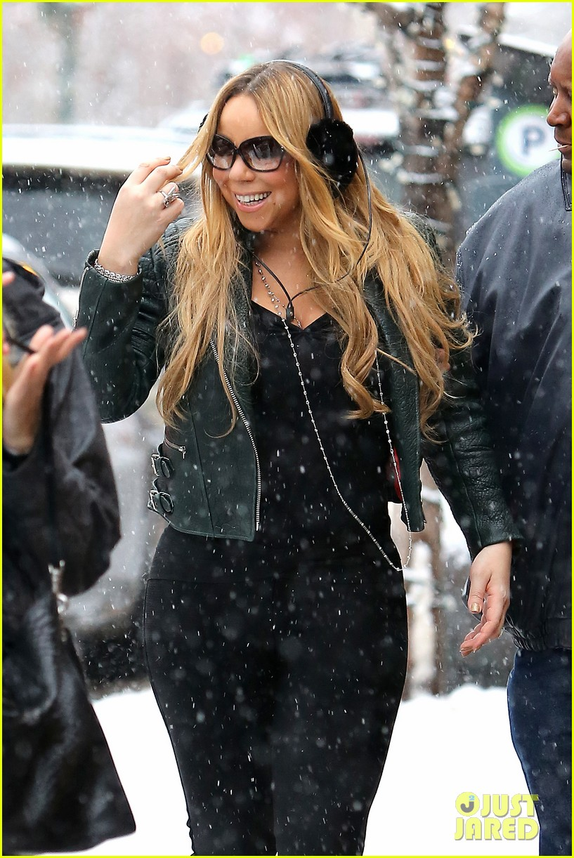 mariah carey giving away santa hats to lambs 04