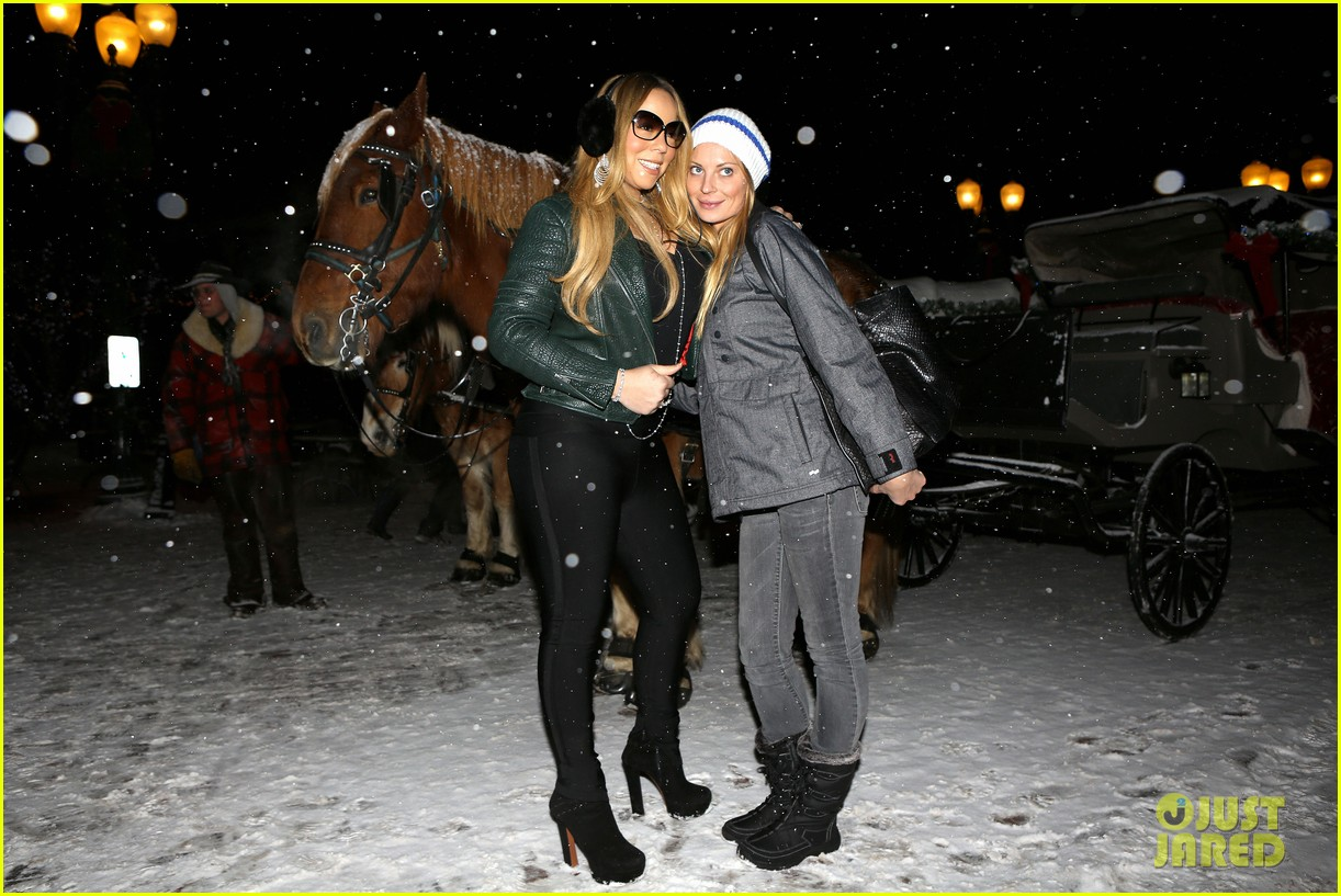 mariah carey giving away santa hats to lambs 212780762
