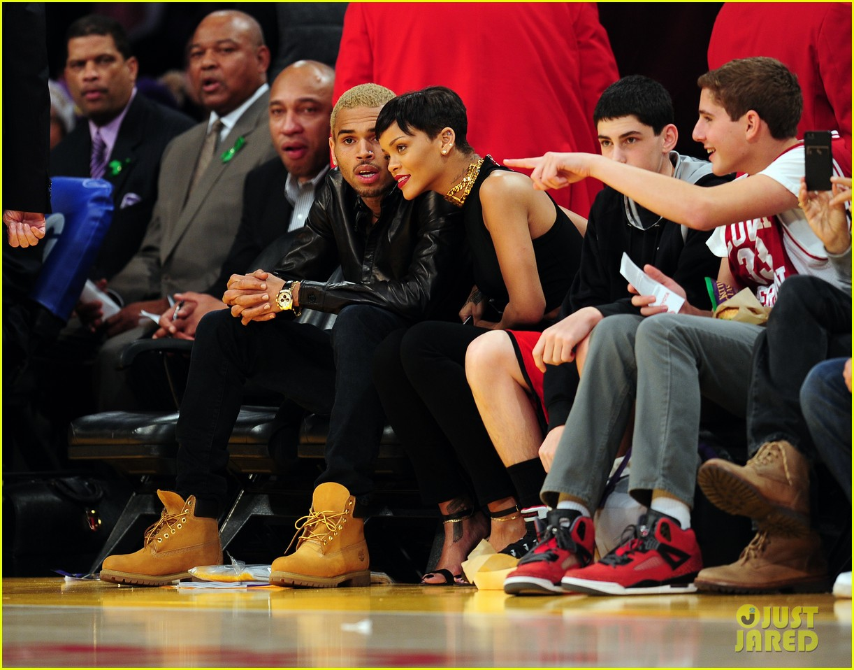 rihanna chris brown lakers christmas 01