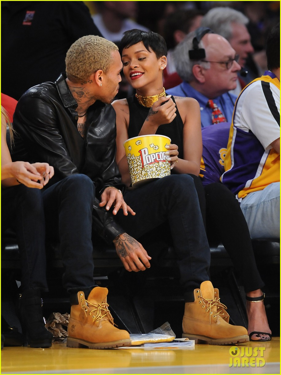 rihanna chris brown lakers christmas 10