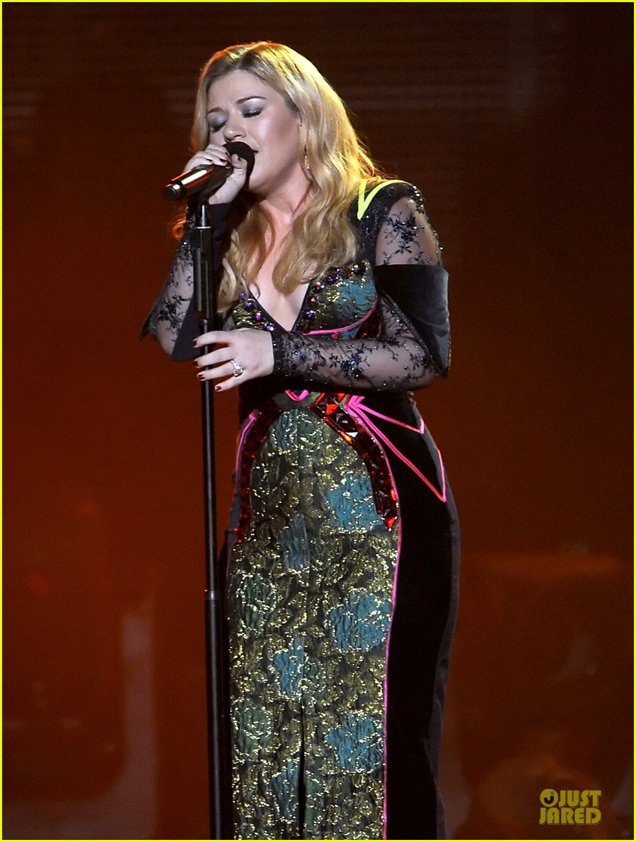 kelly clarkson vh1 divas performance watch now 05