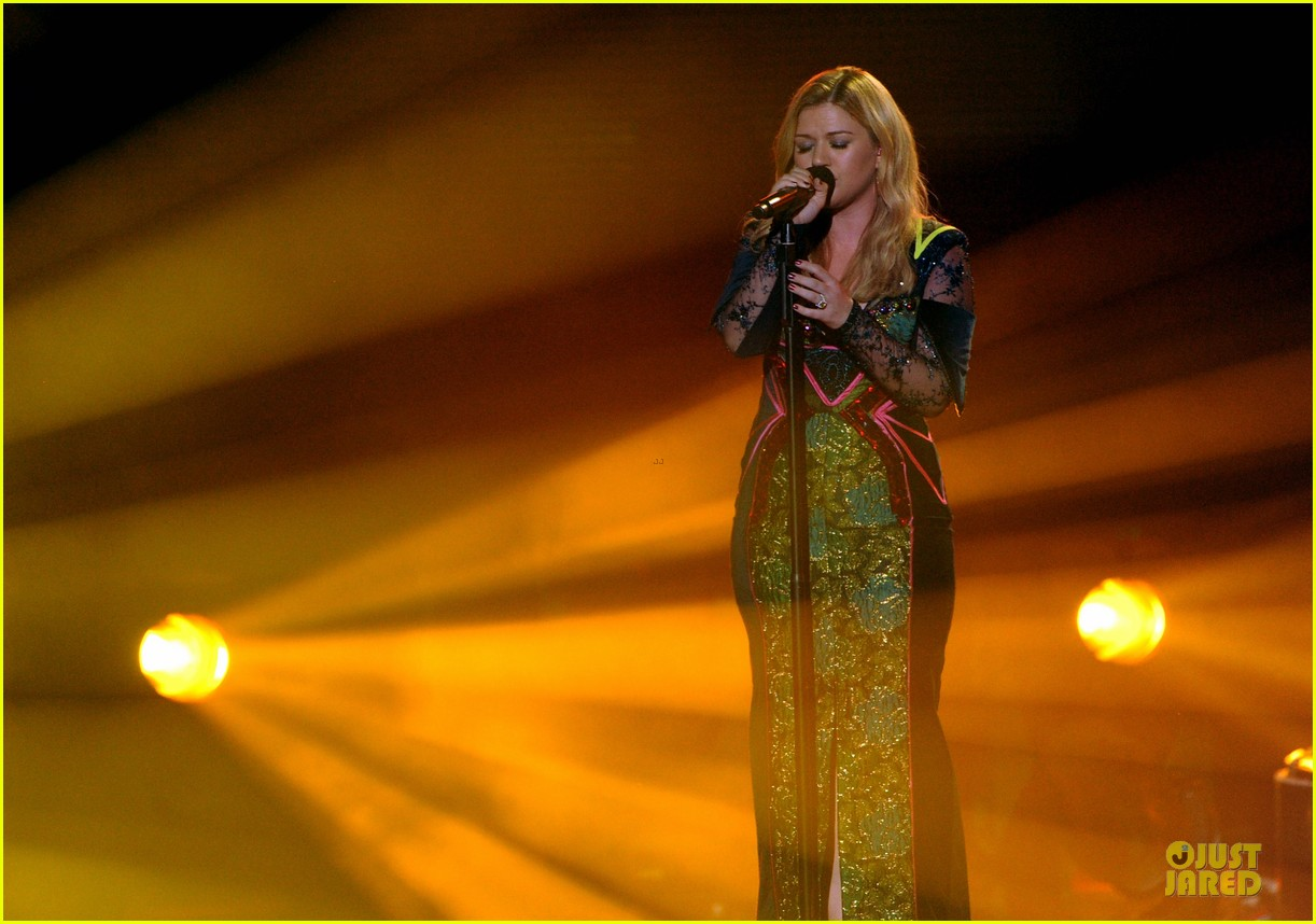 kelly clarkson vh1 divas performance watch now 062777039