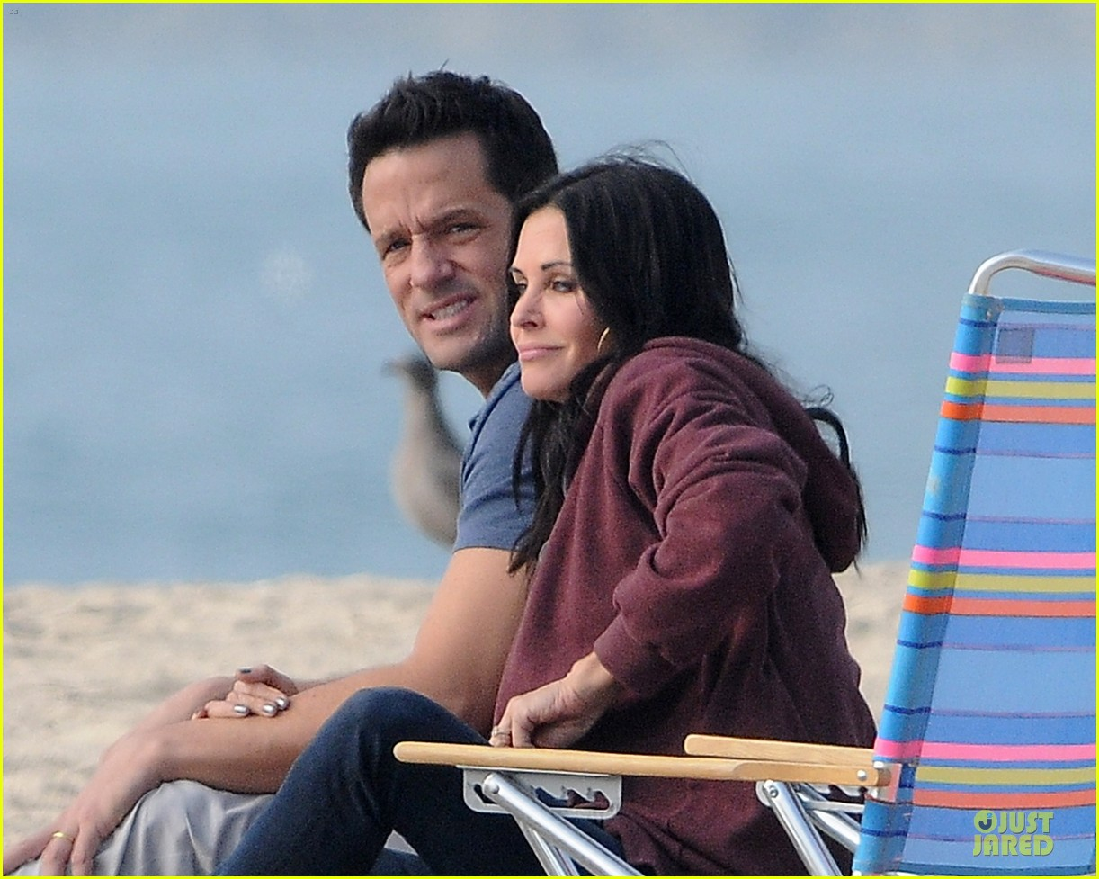 courteney cox cougar town set with josh hopkins 13