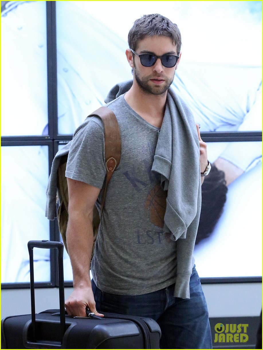 chace crawford heads to australia for new years 02