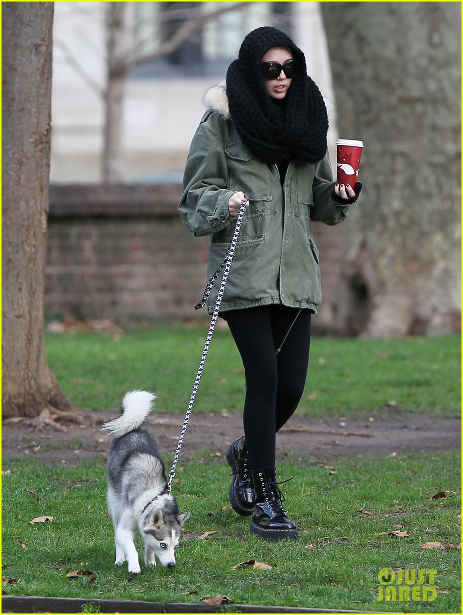 miley cyrus bundles up for philly dog walk 04