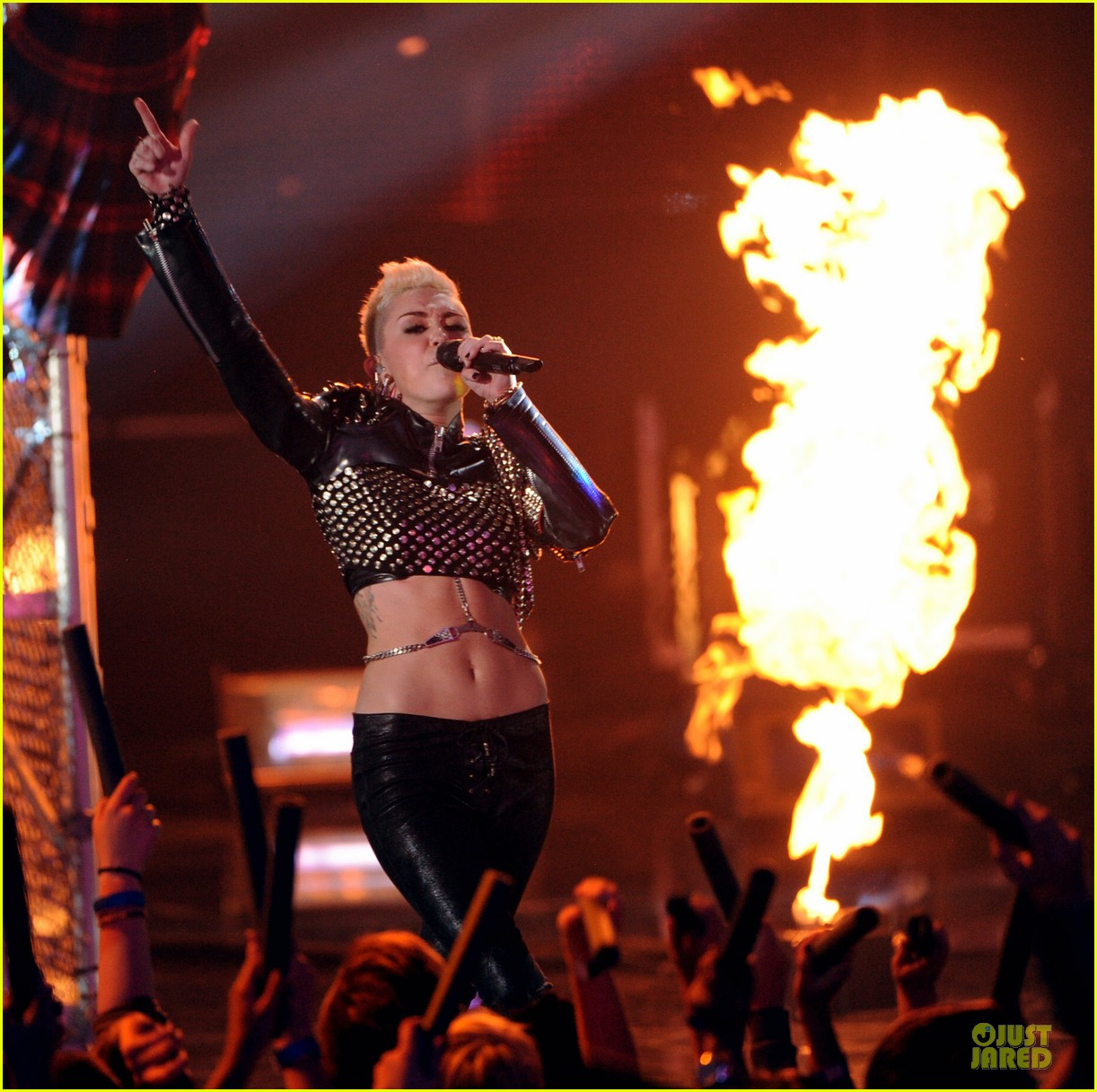 miley cyrus vh1 divas performance watch now 04