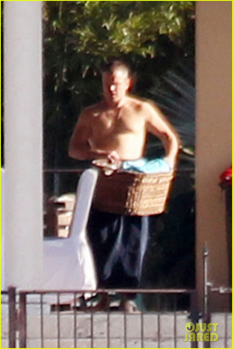 matt damon shirtless poolside dad in miami 01