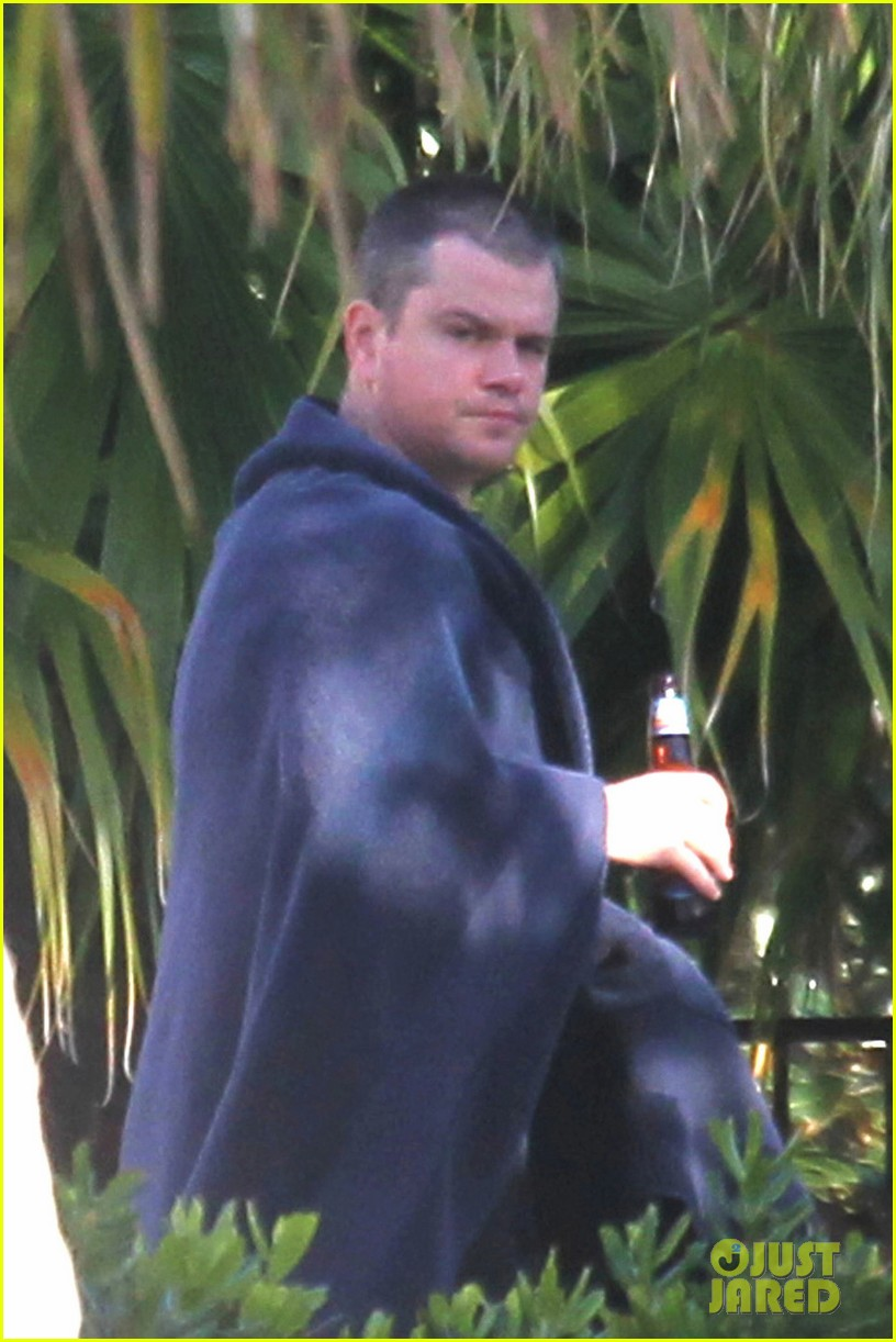 matt damon shirtless poolside dad in miami 02