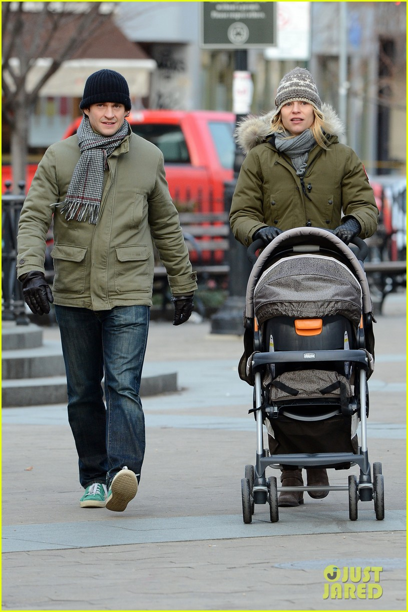 claire danes hugh dancy step out with cyrus one week after birth 01
