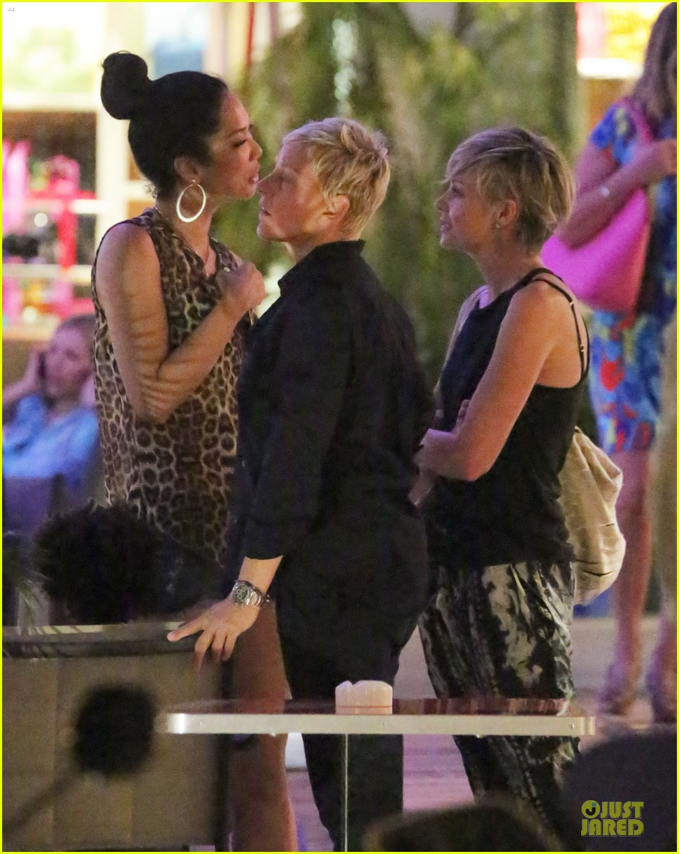 ellen degeneres & portia de rossi holiday jewelry shopping 11