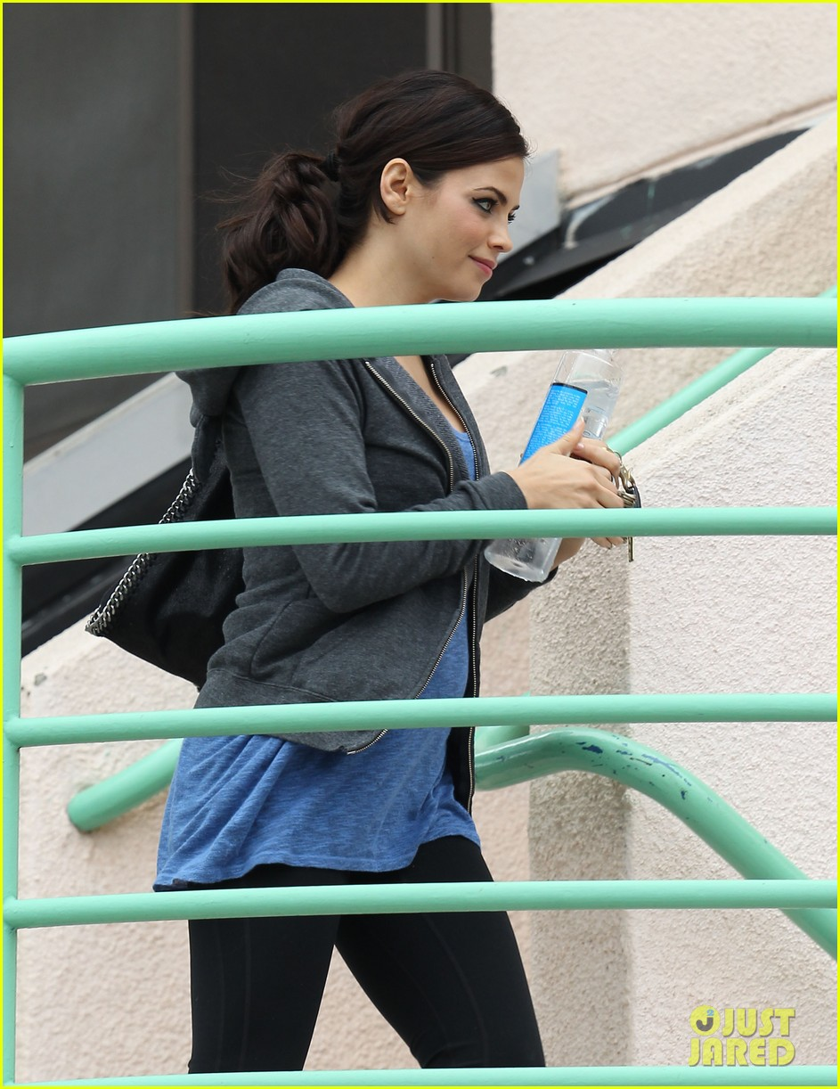 pregnant jenna dewan brings her baby bump to the gym 04