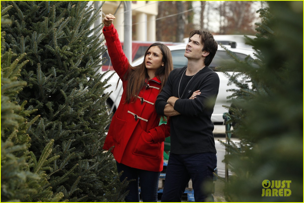 nina dobrev ian somerhalder christmas tree shopping 03