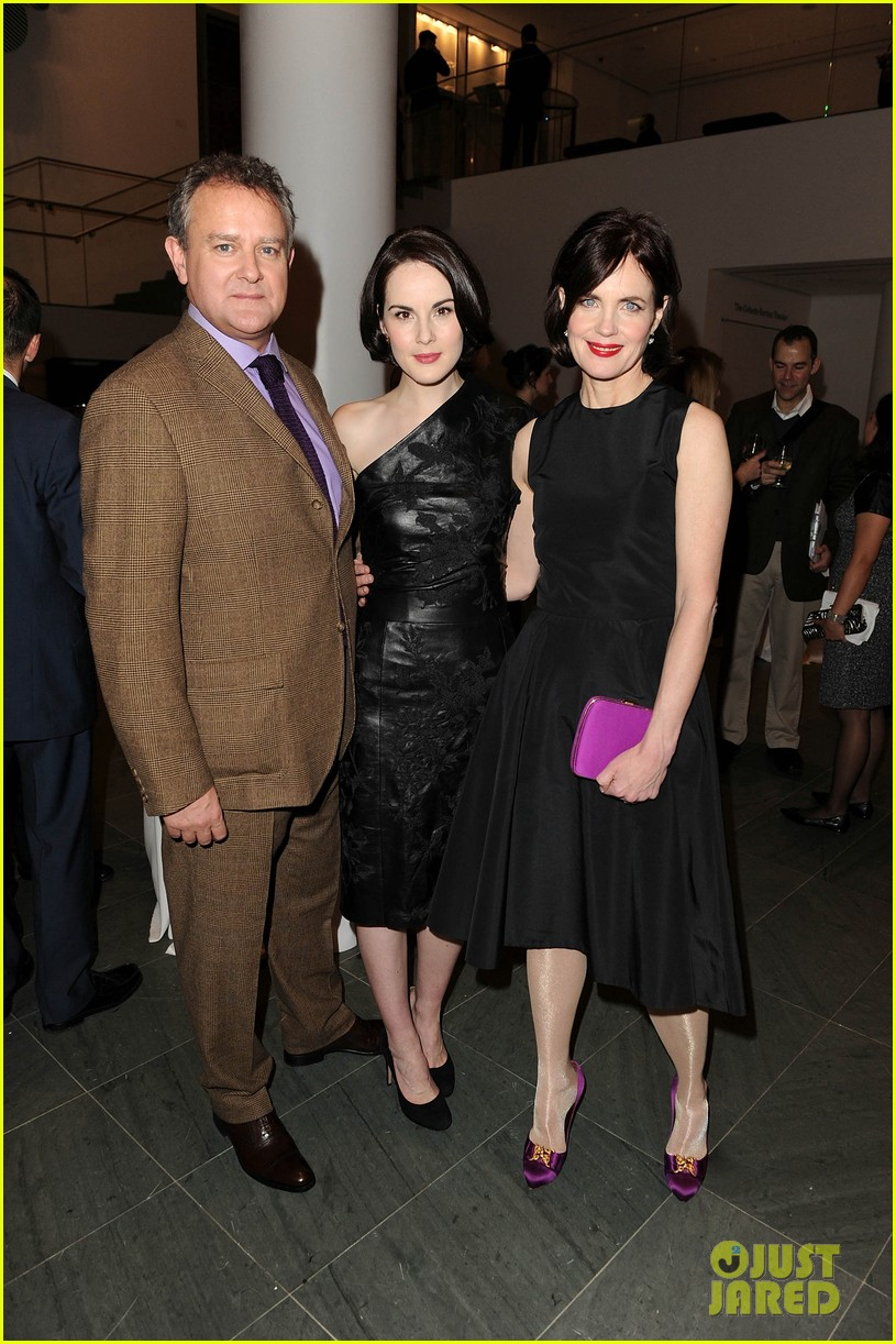 michelle dockery elizabeth mcgovern downton abbey evening 05