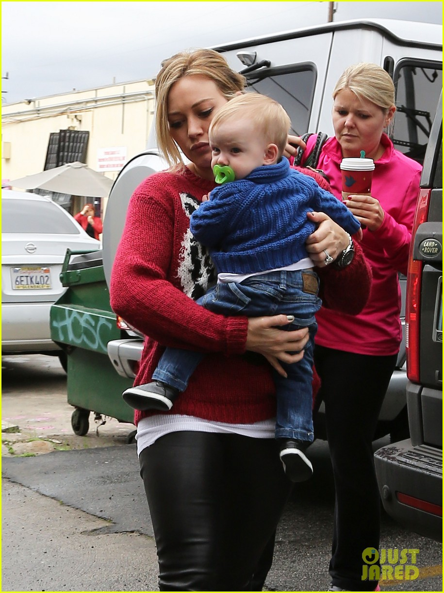 hilary duff babys first class with luca 14