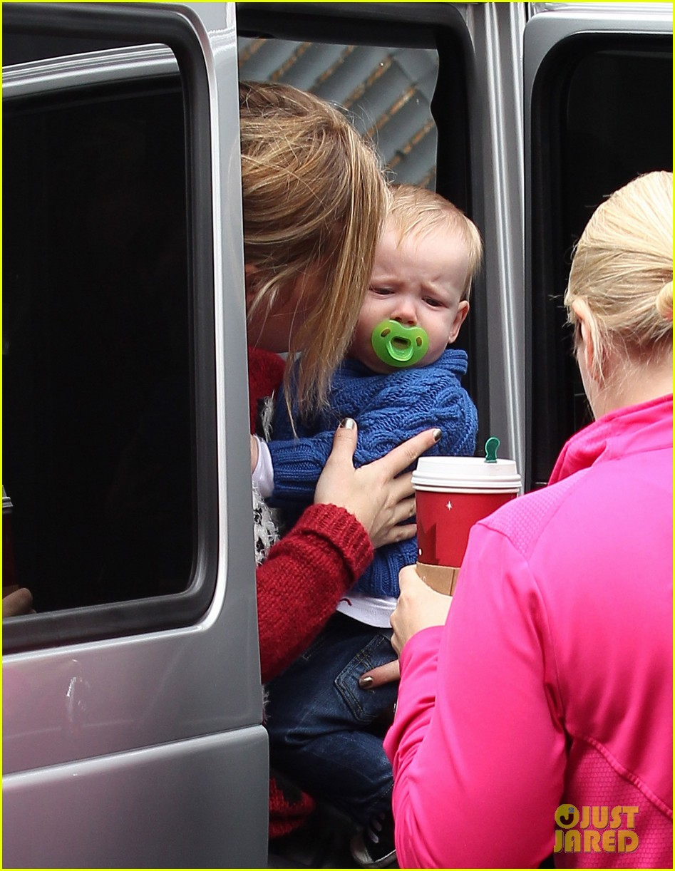 hilary duff babys first class with luca 21