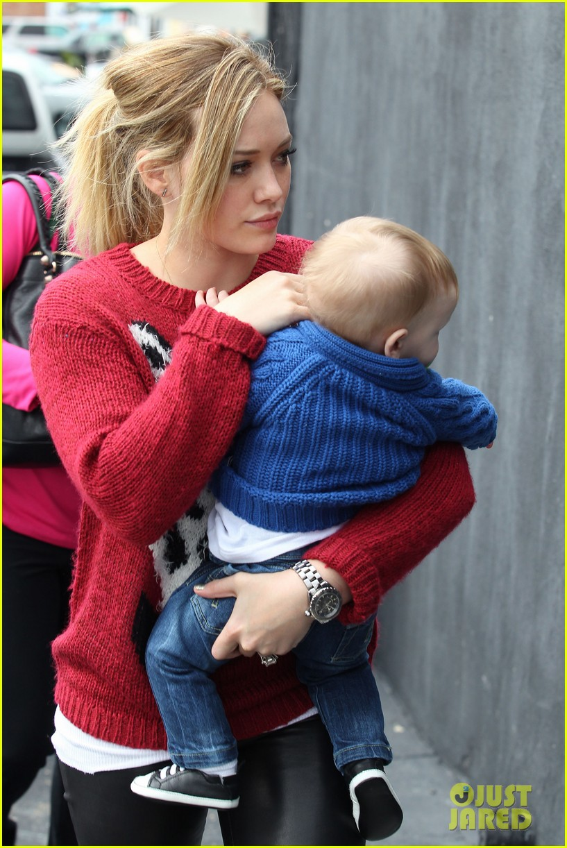 hilary duff babys first class with luca 26