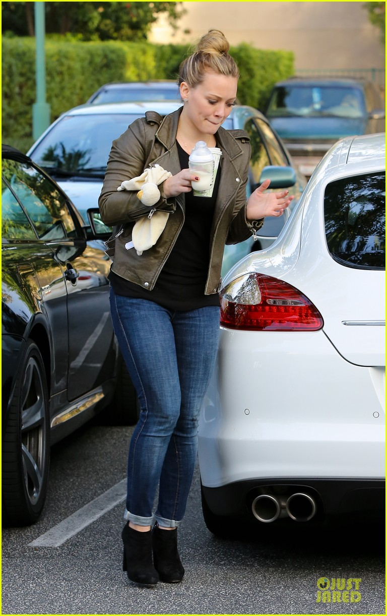hilary duff & mike comrie grocery store kisses for luca 05
