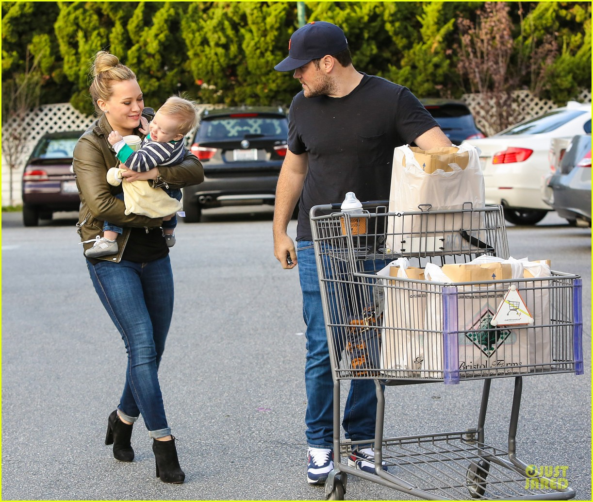 hilary duff & mike comrie grocery store kisses for luca 232780362