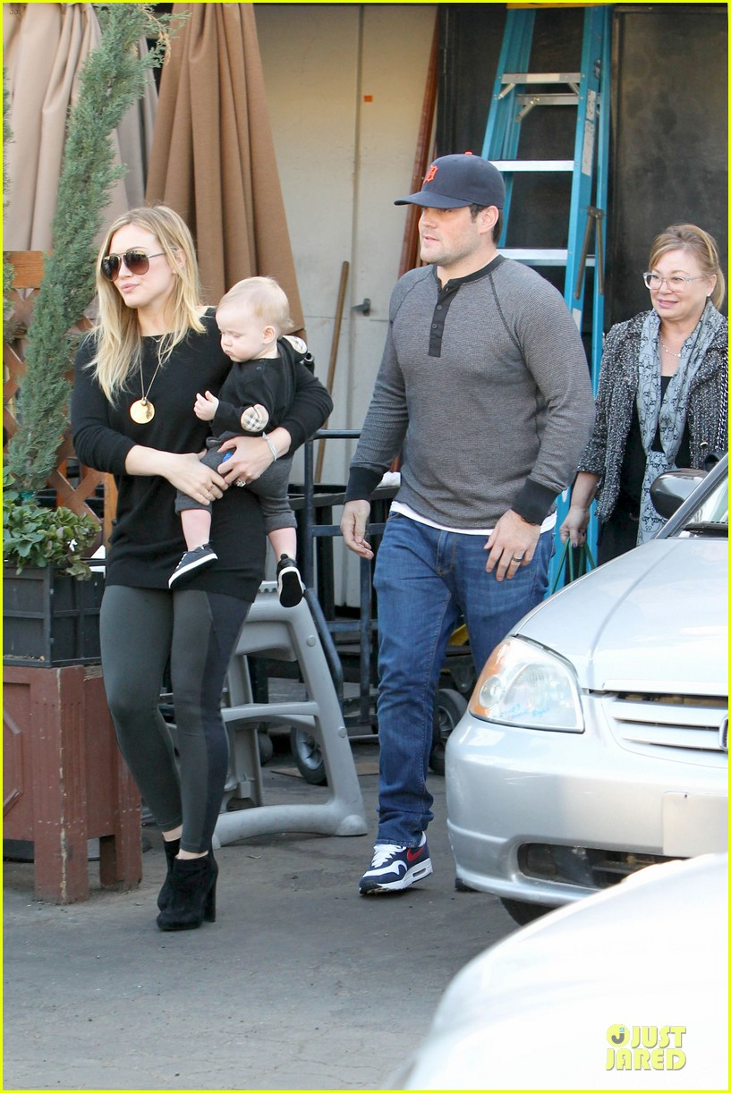 hilary duff matching outfit for lunch 03