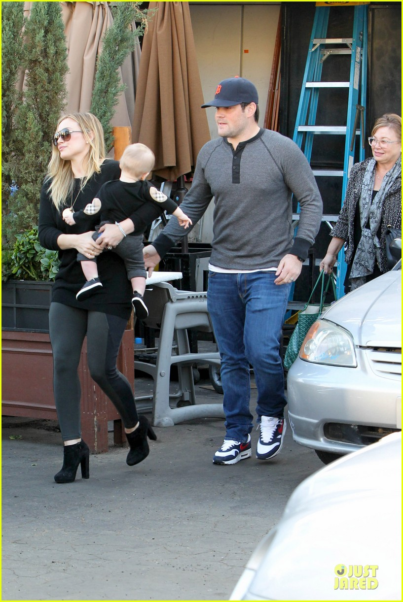 hilary duff matching outfit for lunch 17
