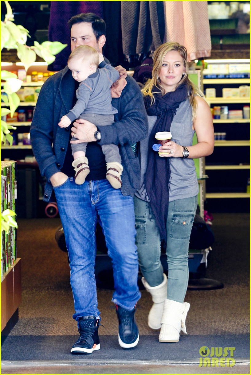 hilary duff mike comrie shopping baby luca 10