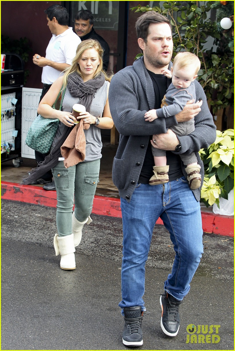 hilary duff mike comrie shopping baby luca 15