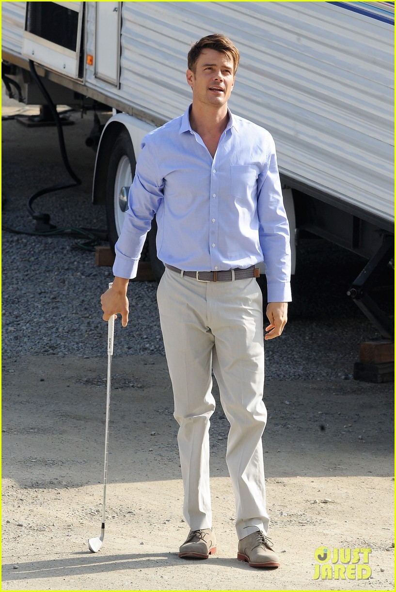 josh duhamel practices golf swing on youre not you set 01