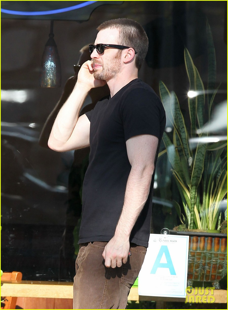 chris evans goes grocery shopping minka kelly works out 022772212