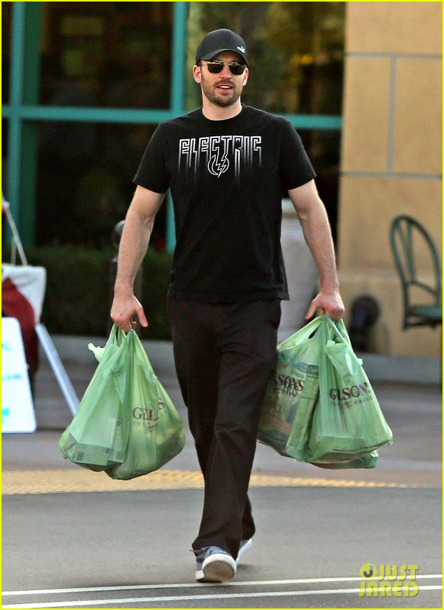 chris evans goes grocery shopping minka kelly works out 112772221
