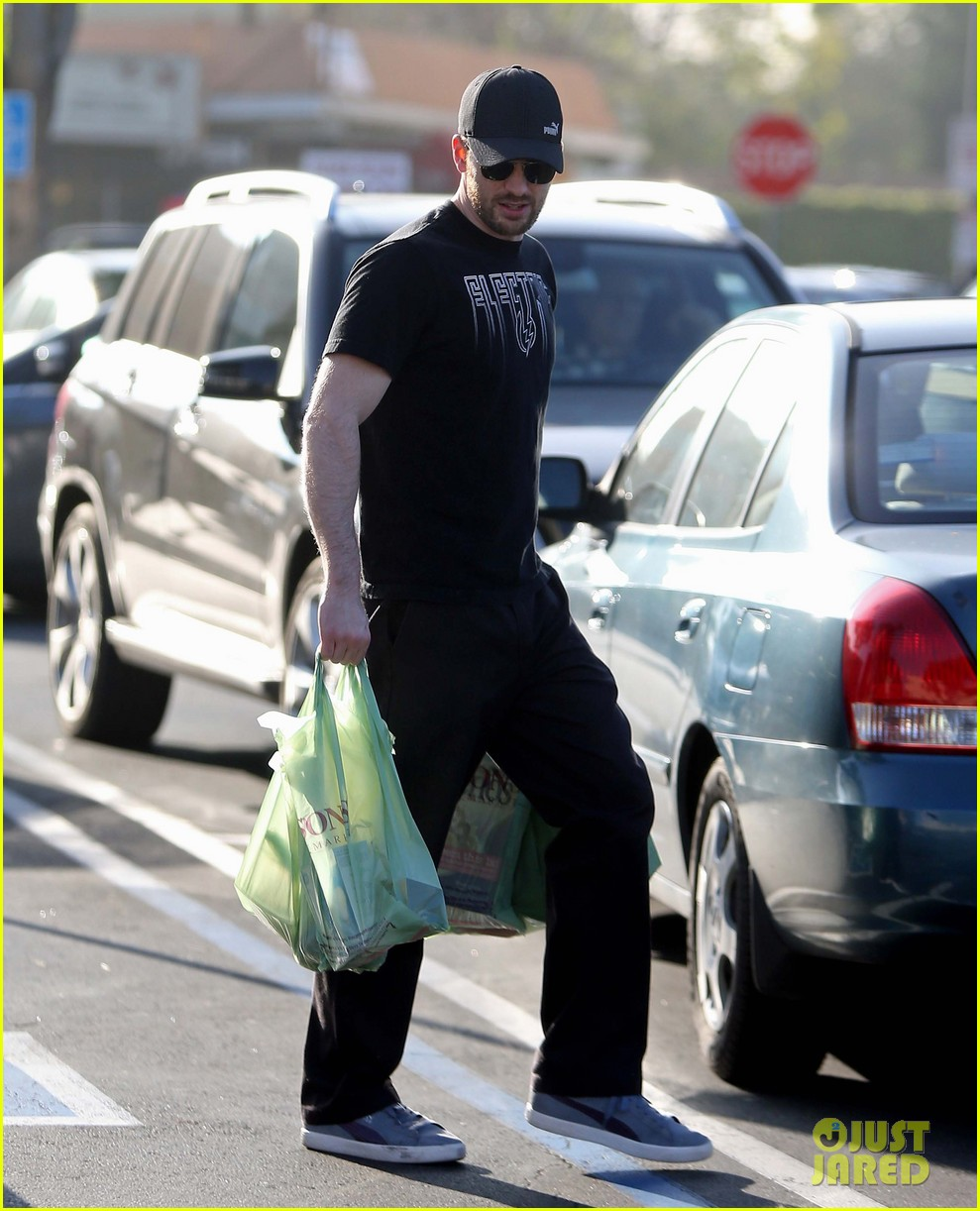chris evans goes grocery shopping minka kelly works out 14