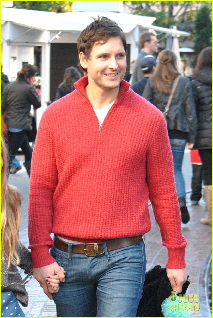 peter facinelli christmas eve shopping with lola 022780767