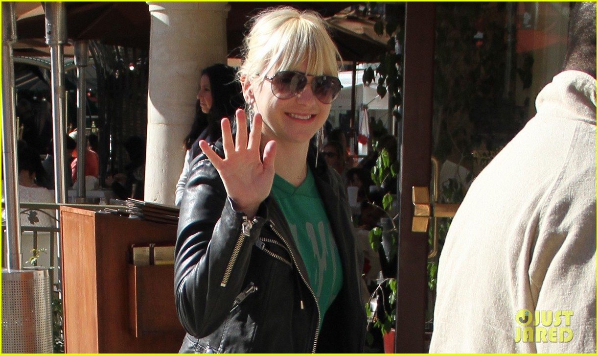 anna faris reveals her baby weight loss solution 022779220