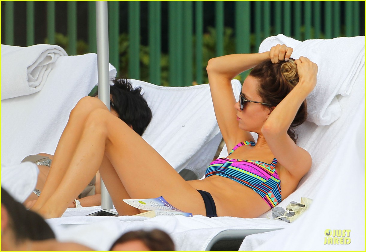 tom felton poolside with jade olivia 072782143
