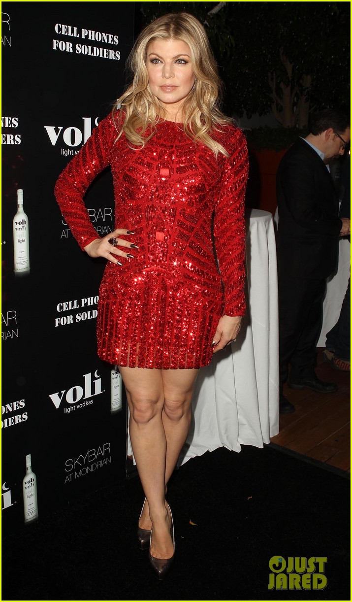 fergie charity holiday party host 07