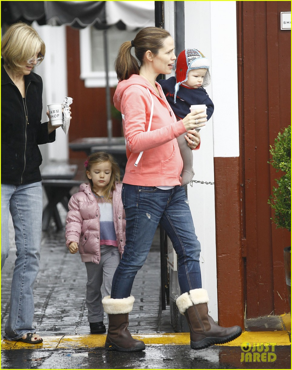 jennifer garner breakfast with bens mom 16
