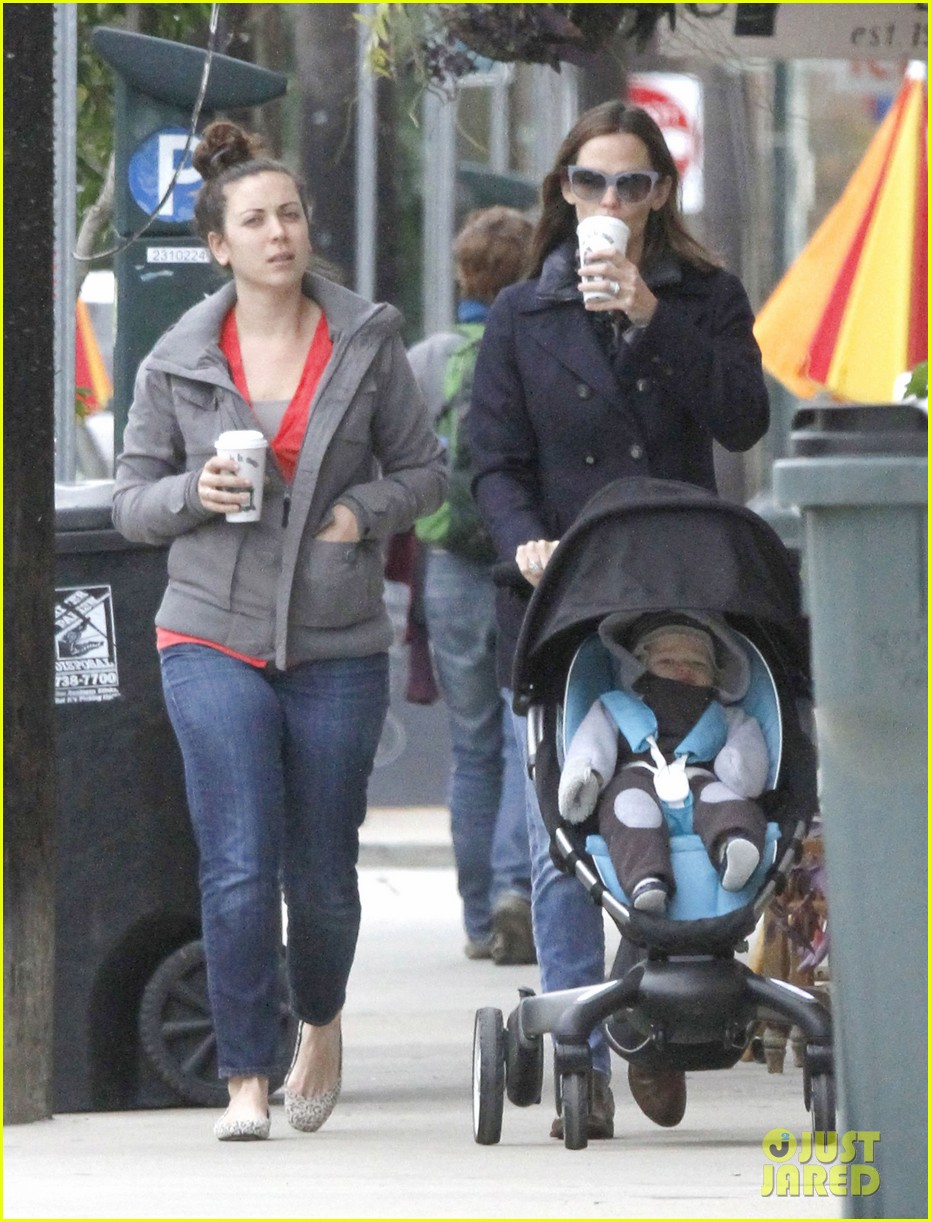 jennifer garner ben affleck breakfast on different coasts 13