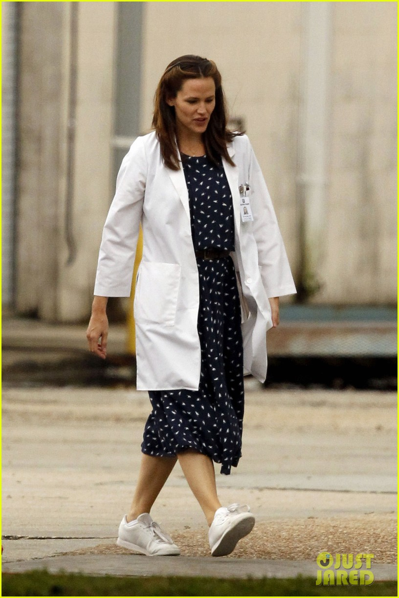 jennifer garner wears lab coat on buyers club set 01