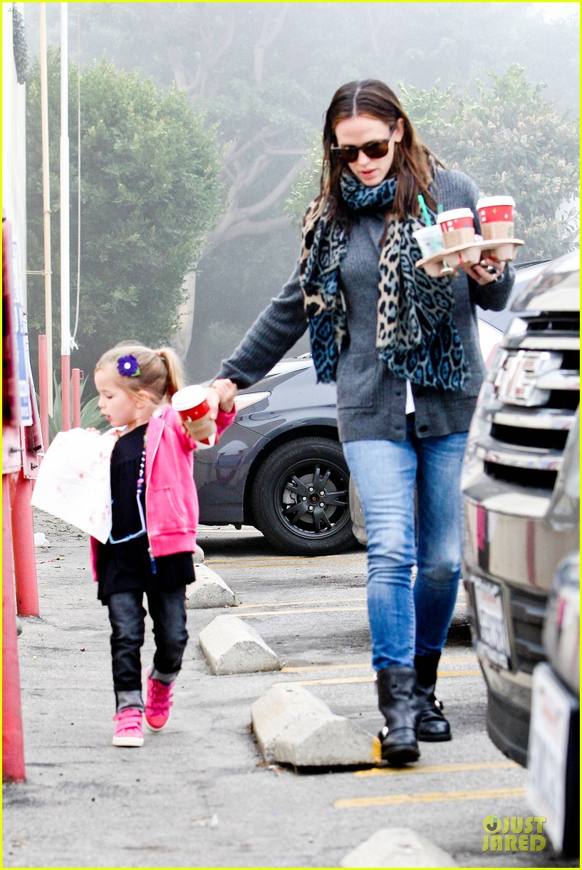jennifer garner& ben affleck brentwood country mart family 08