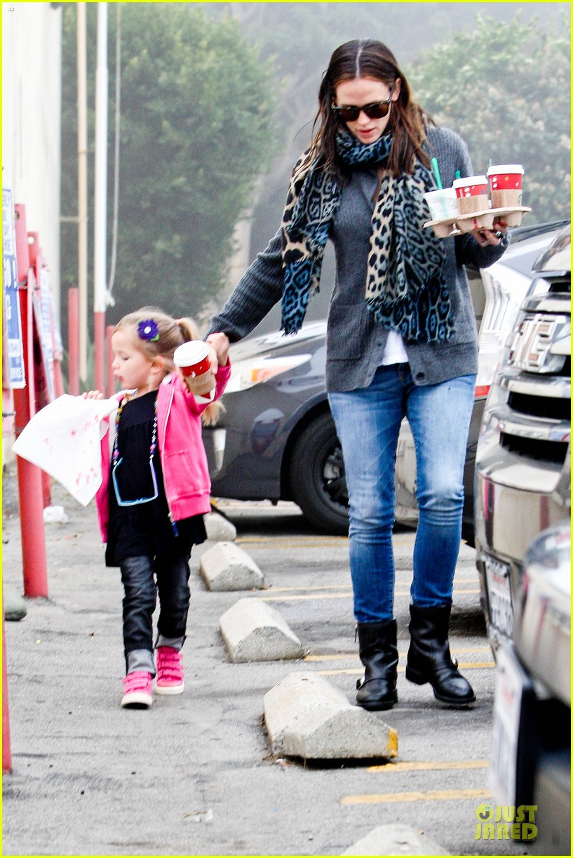 jennifer garner& ben affleck brentwood country mart family 132771811