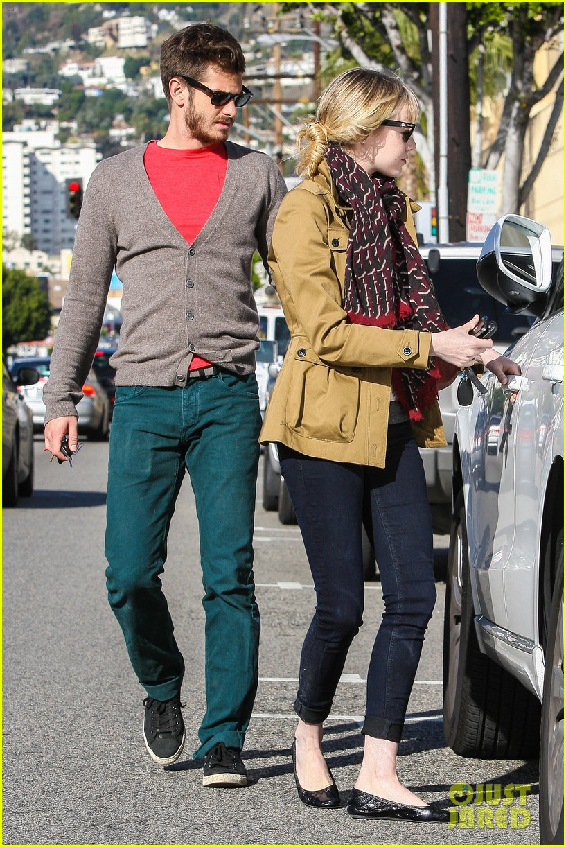 andrew garfield emma stone romantic stroll 12