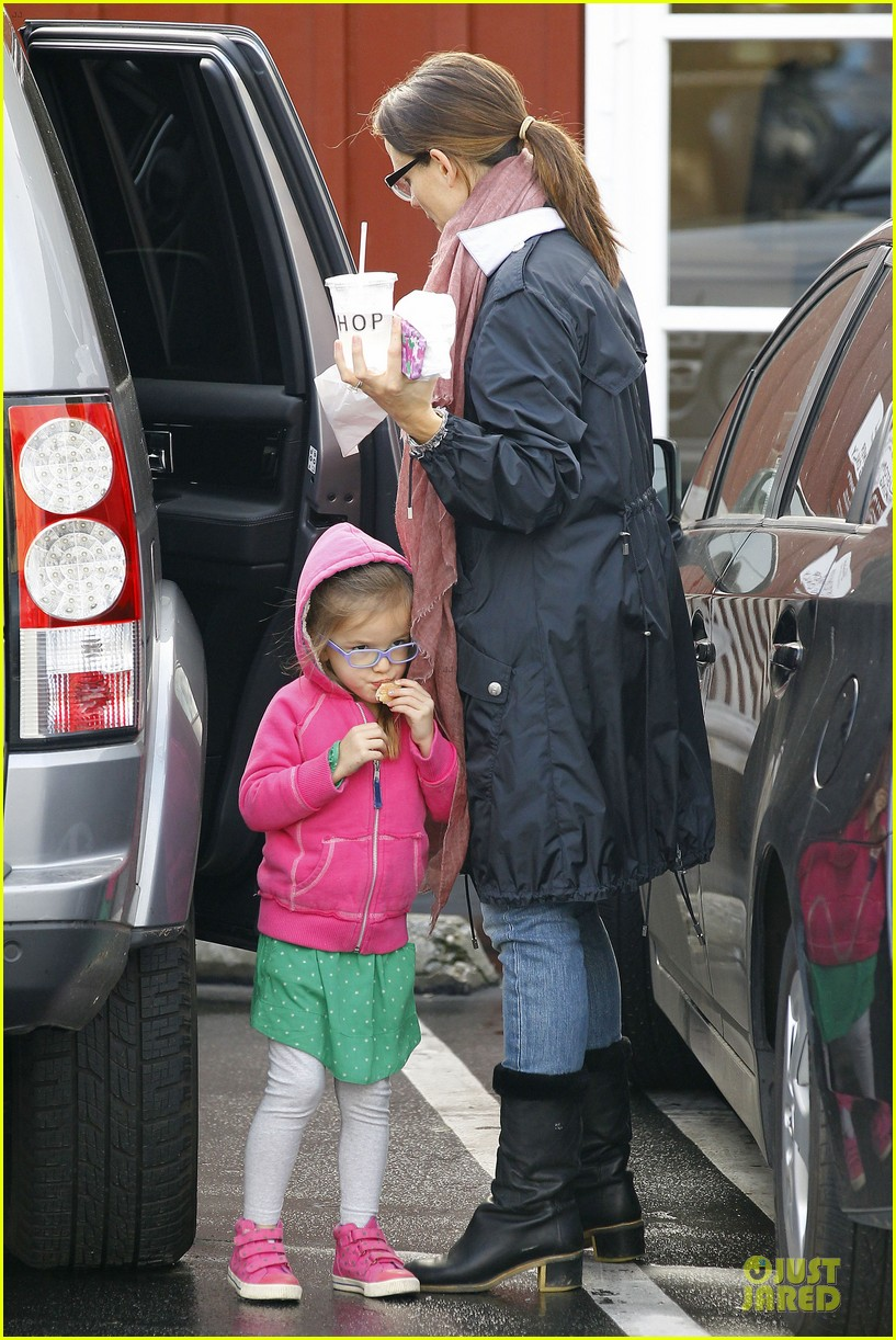 jennifer garner & seraphina eyeglasses wearing duo 052777744