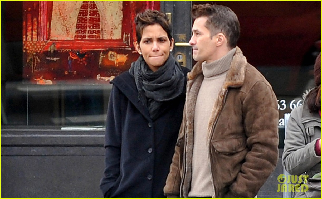 halle berry olivier martinez hold hands in paris 052781053