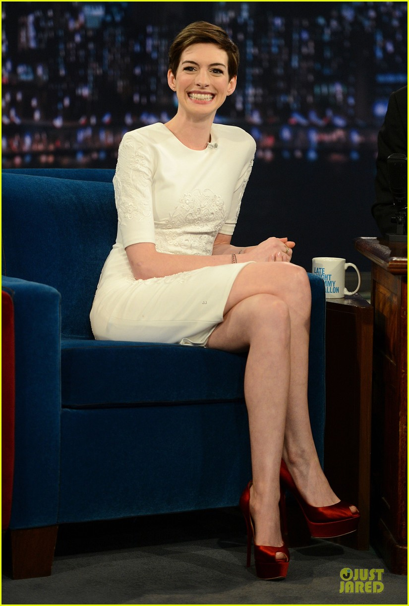 anne hathaway late night with jimmy fallon appearance 13