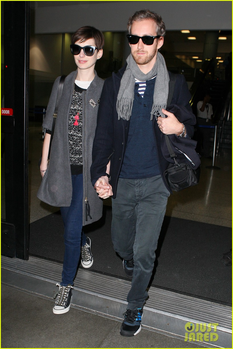 anne hathaway adam shulman hold hands after wardrobe malfunction 202774818