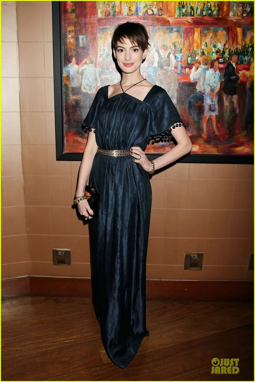 anne hathaway amanda seyfried les miserables new york screening after party 01